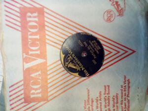 700 DISQUES ET ALBUMS / 700 VINYLS AND ALBUMS