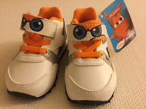 Reebok baby shoes size 3 with tag
