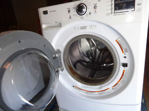 MAYTAG TOP OF THE LINE FRONT LOAD WASHER 4.6 CUBIC DEMO MODEL