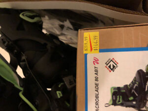 roller blades 240mm/us 7 used twice $120 with pads