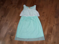 JOLIE ROBE TAILLE 6 ANS