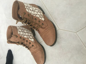 Ladie's Brown Ankle Boots with Lace