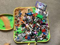 LEGO IN A STORAGE BAG ASSORTED BRICKS & 25 PEOPLE