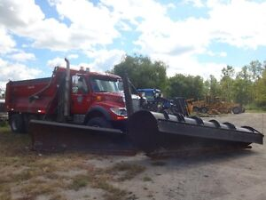 2004 International 7600 Tandem with plow & wing