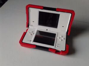 """Nintendo DSi + """"la boite """"+ étui protecteur +  jeux DS"""