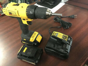 Dewalt 20v Drill with 2 batteries and 1 charger. (DCD771)
