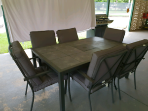 Excellent condition hardly used 7 piece outdoor dining setting