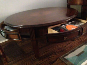 BEAUTIFUL ROUND COFFEE  AND END TABLES IN GREAT CONDITION London Ontario image 5