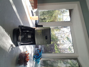 Coffee Maker with Grinder and spare carafe
