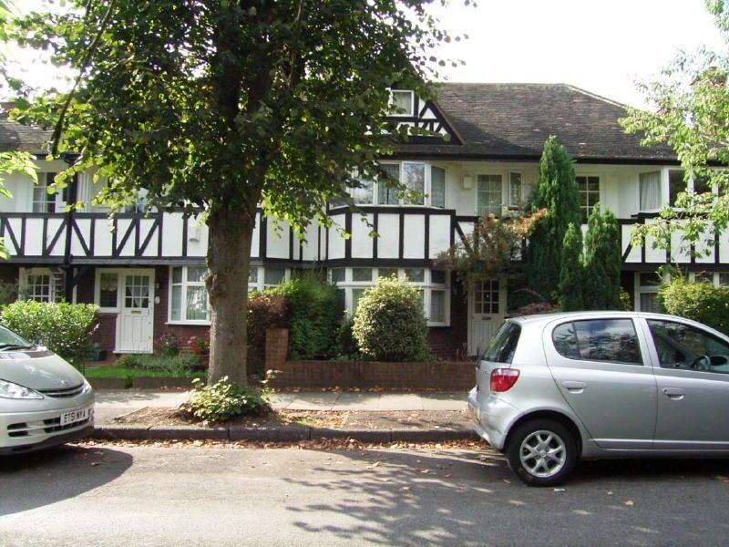 4 Bedroom Semi-Detached House in Princes Gardens, West Acton W3