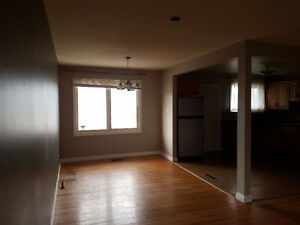 3 Bdrm/1 Bath Main Floor w/Garage 1334 Forget St - Fixed Utility Regina Regina Area image 3