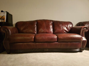 GORGEOUS BROWN ALL LEATHER COUCH & LOVESEAT BOTH LIKE NEW