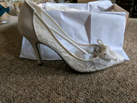 White Ivory Lace Wedding High Heels Size 4