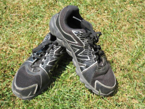 Boys Athletic Shoes -- New Balance (Black) -- Size 4