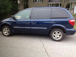 2001 Dodge Caravan bleu Camionnette West Island Greater Montréal image 1