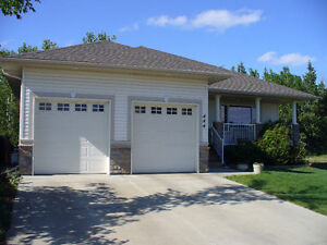 UNBEATABLE RAVINE LOCATION!  CUSTOM 4 BED BUNGALOW IN DEVON Edmonton Edmonton Area image 2