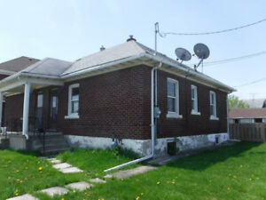 Small 2-bdrm semi-detached house - Niagara Falls