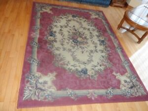 "new condition oriental area rug size 5' 5"" x 7' 5"" in mint condi"