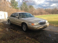 1999 Grand Marquis !!! Low Km's !!!