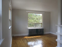 Great 1 Bd & Den Close to GO Train