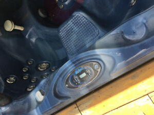 Calspa 6 Person Hot Tub For Sale