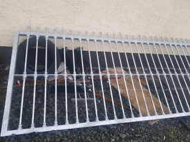 Metal gate slider