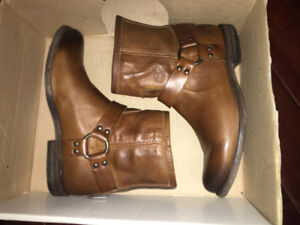Brand new womens FRYE boots size 8 brown