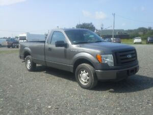 2010 Ford F-150 Pickup Truck !! SUPER LOW KMS !!