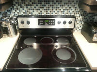 Frigidaire stainless steel oven with auto clean. Poele stainless