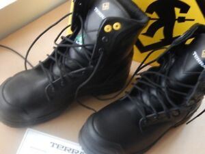 Safety Shoes, Brand NEW, Size 6, Never worn