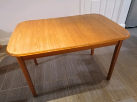 Wooden extendable table