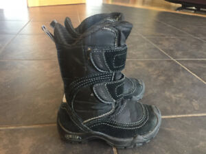 Boys size 8.5 Geox boots
