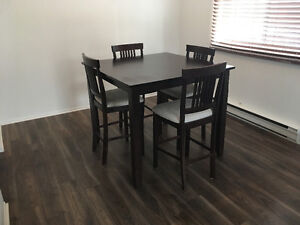 Dining table + 4 chairs