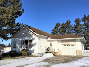 SW Bungalow with view of the Crescent & Sunroom in Portage