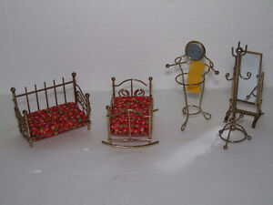 LOT OF 5 METAL VINTAGE COLLECTIBLE DOLLHOUSE FURNITURE