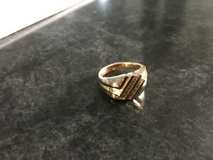 trade: men's diamond and gold ring.