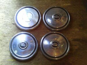 4 cap de roues en bon état des années 60-70, 20$ la paire