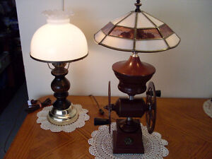 COFFEE MILL LAMP w. STAINED TIFFANY GLASS SHADE, VINTAGE