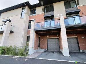***Beautiful Modern Gallery Townhome in Chaperal***