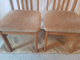 Dining table chairs x2