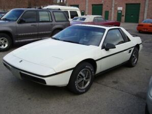 1985 Pontiac Fiero SE Sport Coupe (2 door)