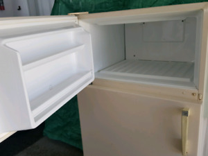 Small fridge 28 x 59.5