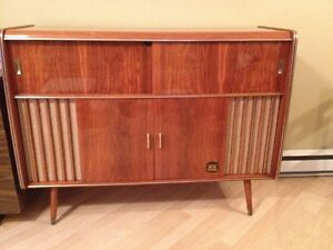 Meuble stereo antique kijiji grand montr al annonces for Meuble antique montreal