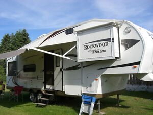 2011 Rockwood Signature Series UltraLite 30ft 5th Wheel