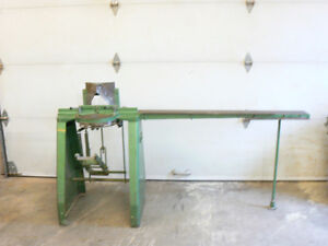 Framing moulding wood cutter / Coupe de moulures