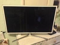 Samsung 32 INCH 3D + SMART + Internet TV with FREEVIEW in White