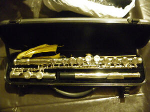 Like new flute with case