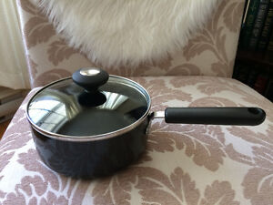 """Lagostina """"Verona"""" non-stick 7 inch pot - never used - only $7"""