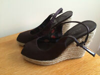 BROWN WEDGE SANDALS - SIZE 7