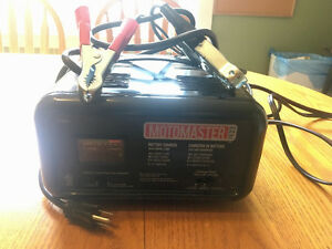 MotoMaster 1933 Battery Charger with 100A Engine Start